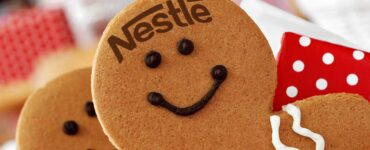 gingerbread cookie with the nestle logo on its forehead